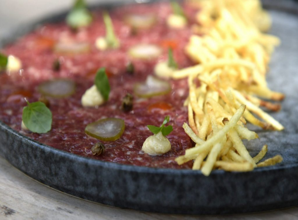Steak Tartar de ternera con salsa italiana